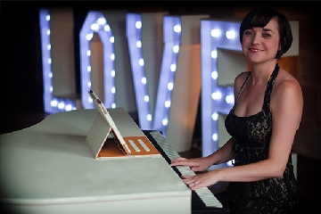 Liz Hendry wedding pianist at peckforton castle