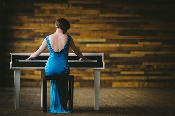 Liz Hendry wedding pianist blue dress